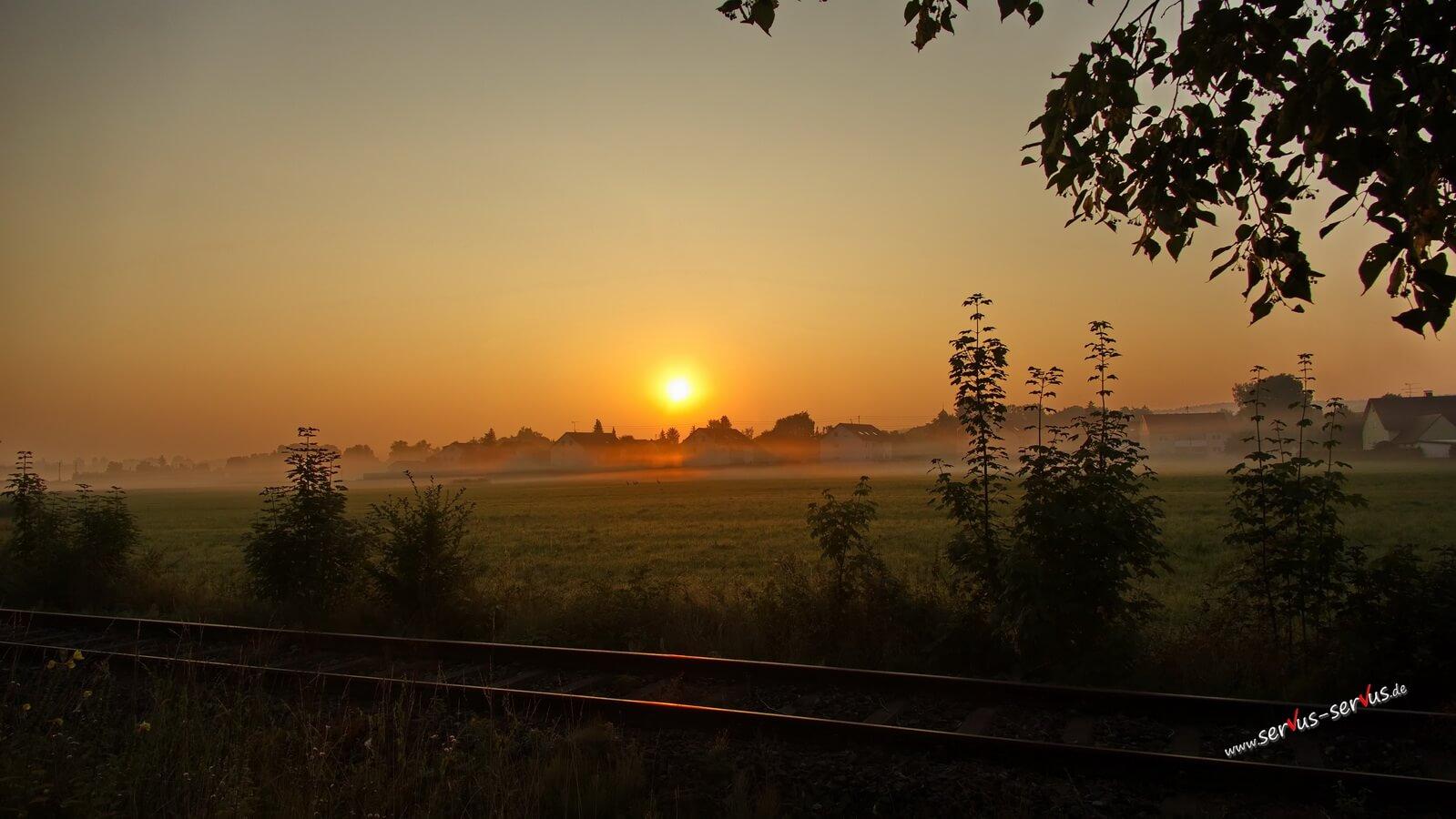 Morgensonne am Bahngleis