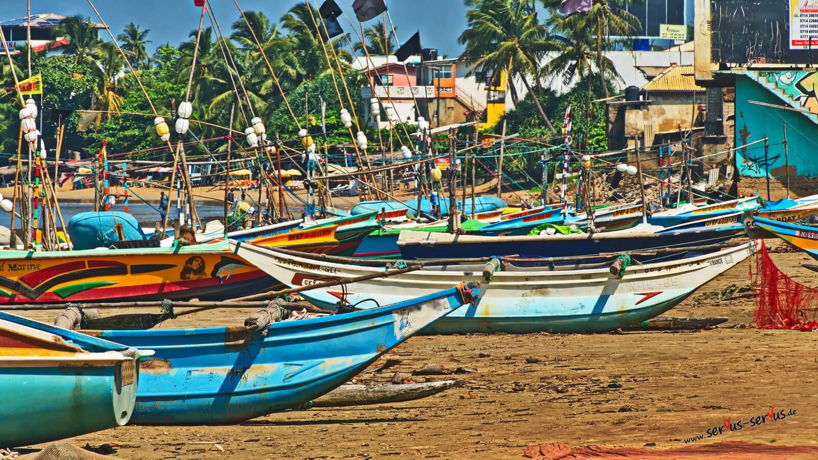 Fischerboot am Strand bei Galle, Sri Lanka