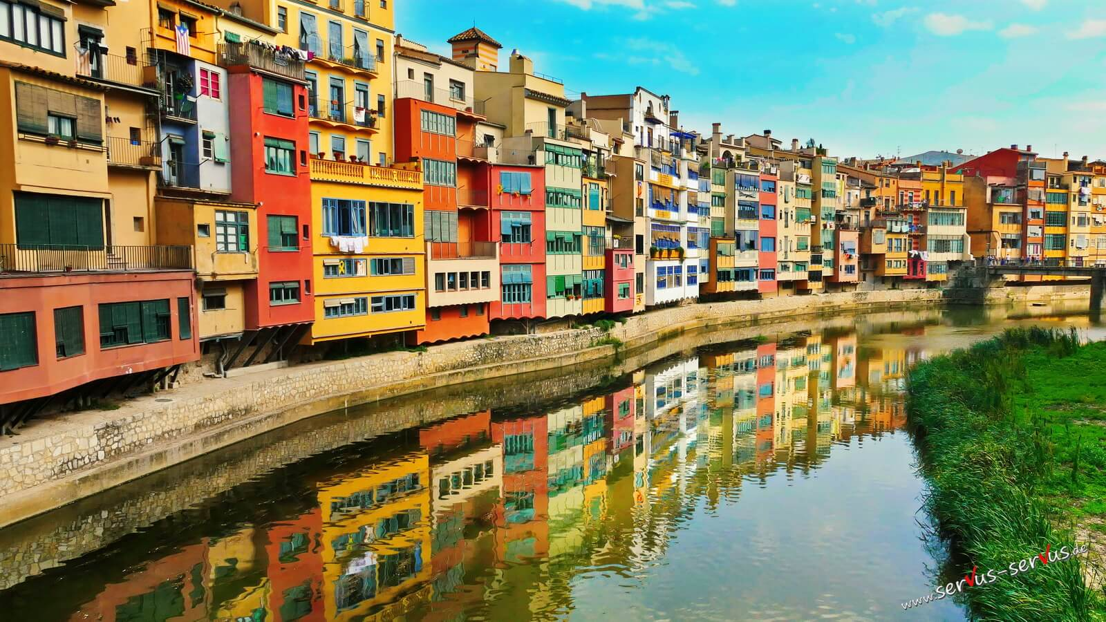 Farbige Häuser in Girona Spanien